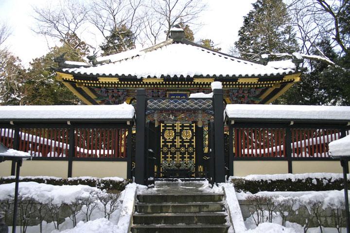 Zuihoden during winter. Photo belong to : www.sira.or.jp